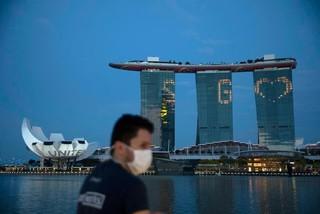 Khắp nơi đang hoảng loạn, Singapore cân nhắc việc đón triệu người đến chơi