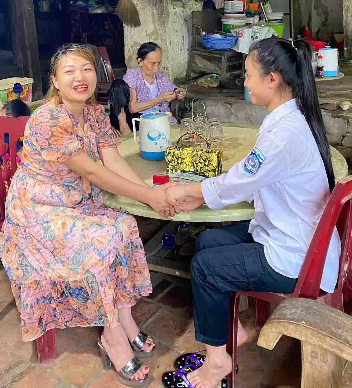 Nữ sinh Hà Tĩnh trả lại gần nửa tỷ đồng nhặt được trên đường