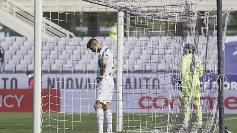 Ronaldo bị tổng công kích ở Italia, tìm cách tháo chạy sang PSG