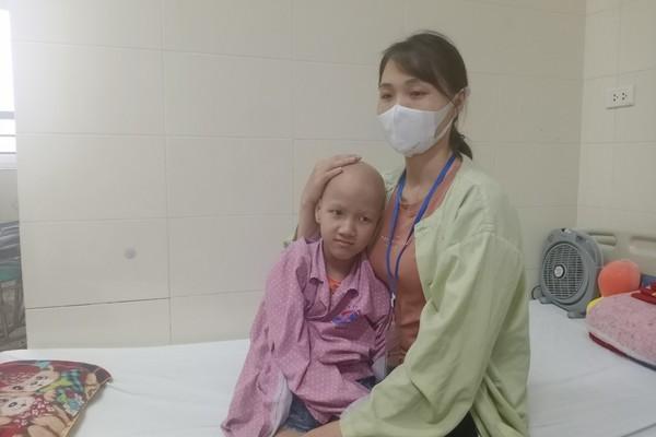 Nỗi đau câm lặng của bé gái 10 tuổi mắc bệnh ung thư phần mềm