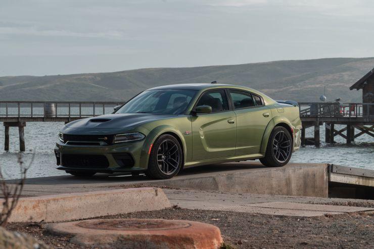 Những mẫu xe 'khủng long' V8 có giá rẻ nhất trên thị trường