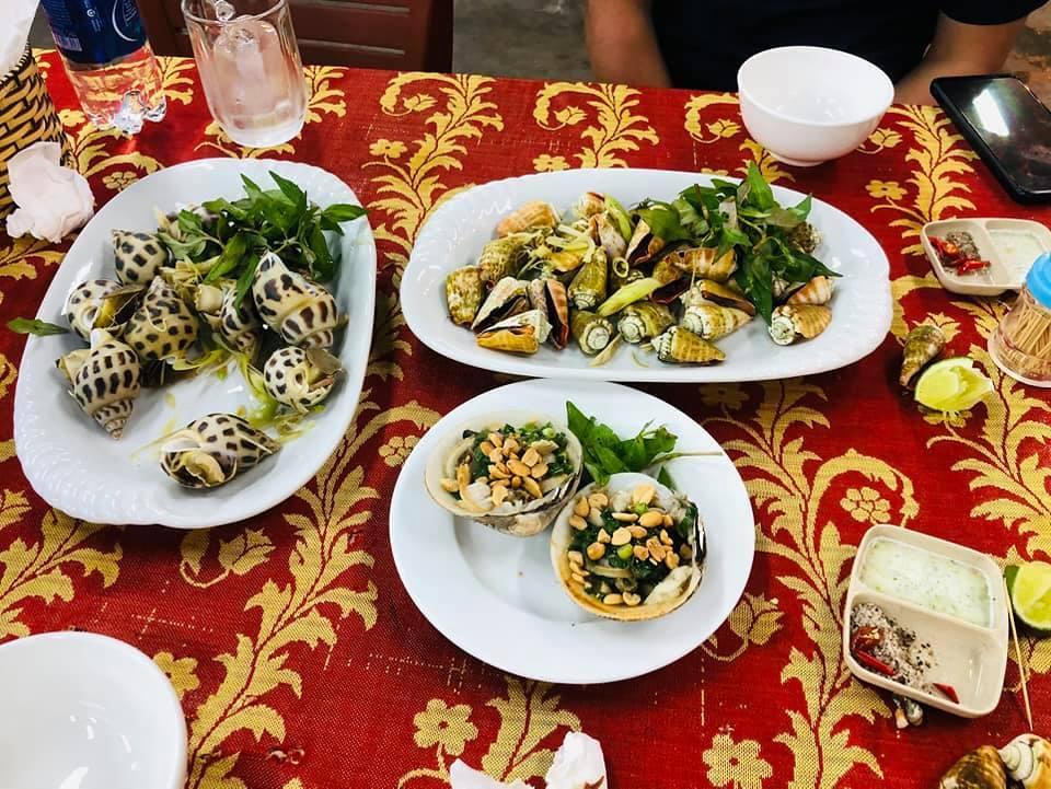 Kiểm tra nhà hàng bị tố chặt chém, bán 1,8 triệu/kg ốc hương ở Nha Trang