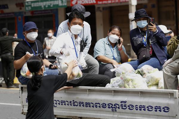 Campuchia gia hạn phong tỏa, phát lương thực cho dân thủ đô