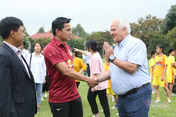 HLV Kiatisuk tuyên bố bất ngờ trước  khi đấu Thanh Hoá