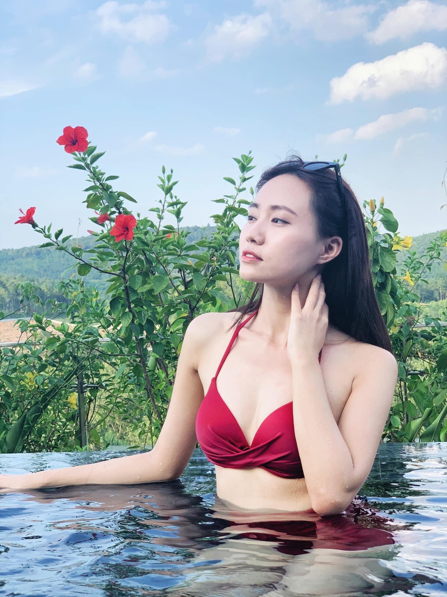 Vẻ đẹp mong manh của MC thời tiết Xuân Anh
