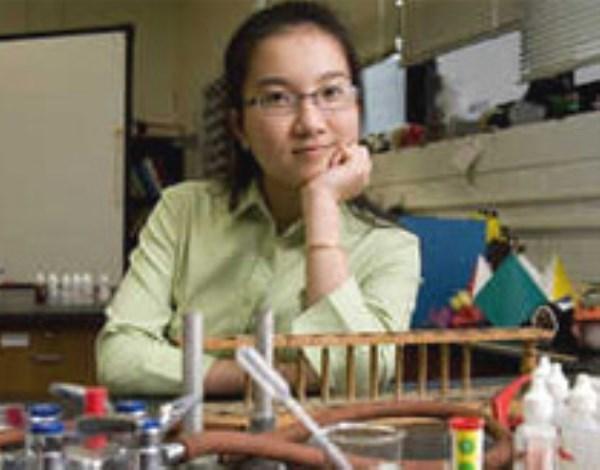Hành trình trở thành bác sỹ của cô gái Huế được báo Mỹ vinh danh