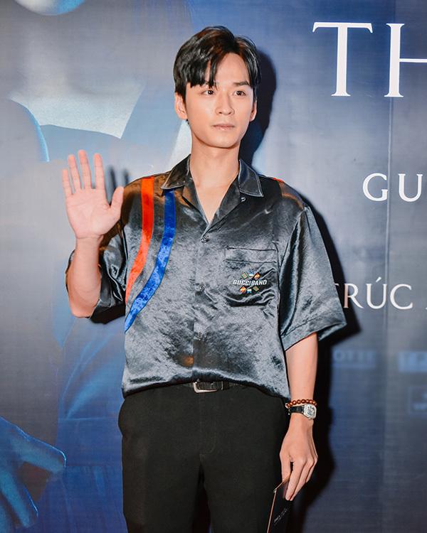Vợ chồng Đinh Ngọc Diệp, Victor Vũ đưa 2 con trai đến ra mắt phim