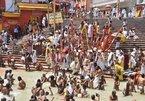 Hình ảnh bất chấp Covid-19, hàng trăm người Ấn Độ vẫn tham gia lễ hội