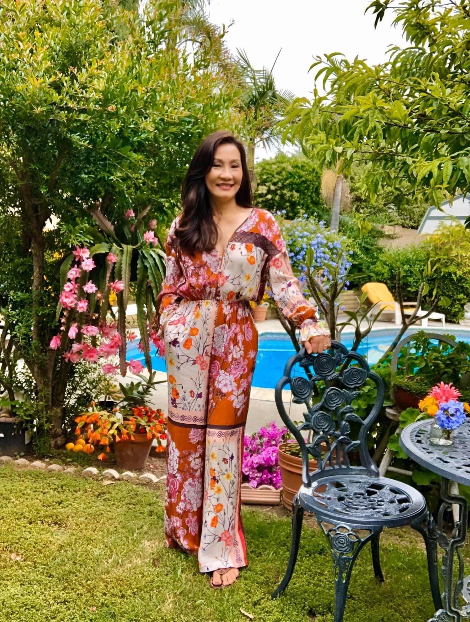 Biệt thự đẹp và nhiều hoa của nghệ sĩ Hồng Đào tại Mỹ