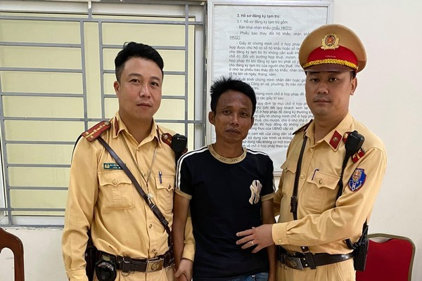 Người đàn ông trộm xe ở Thanh Hoá ra Hà Nội bị CSGT bắt giữ