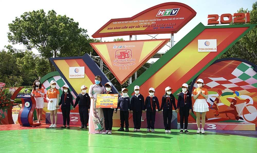 Nguyễn Tấn Hoài lần thứ 4 thắng chặng, giữ vững áo xanh
