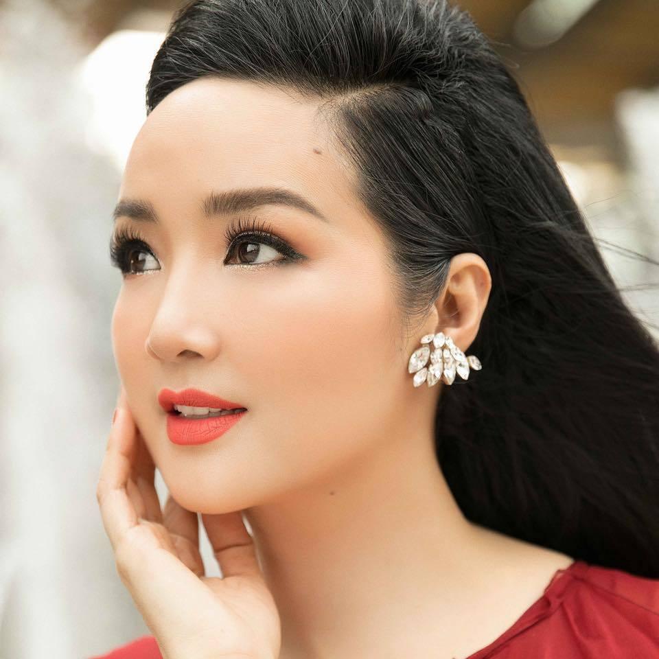 Hoa hậu Giáng My 'lão hóa ngược' ở tuổi 50