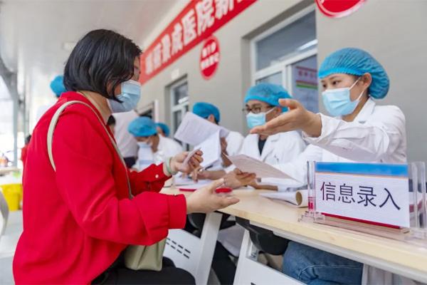 Trung Quốc cân nhắc kết hợp các loại vắc xin Covid-19