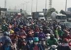 Khu đông TP.HCM tắc nghẹt trước kỳ nghỉ lễ 30/4