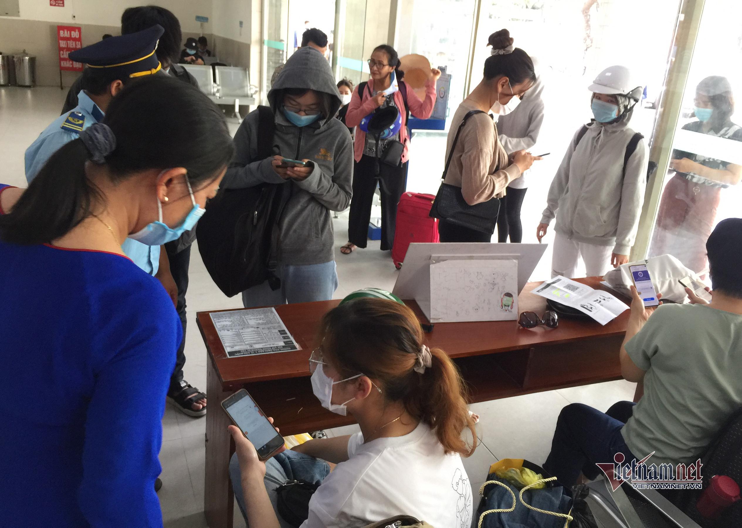 Du khách bắt đầu đổ về, Đà Nẵng đón hơn 200 chuyến bay đi và đến