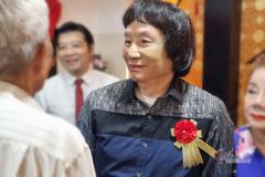 NSND Minh Vương xúc động khi thấy ảnh mình thời trẻ