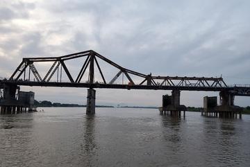 'Rescuing' Long Bien Bridge and building bridges that enrich the city