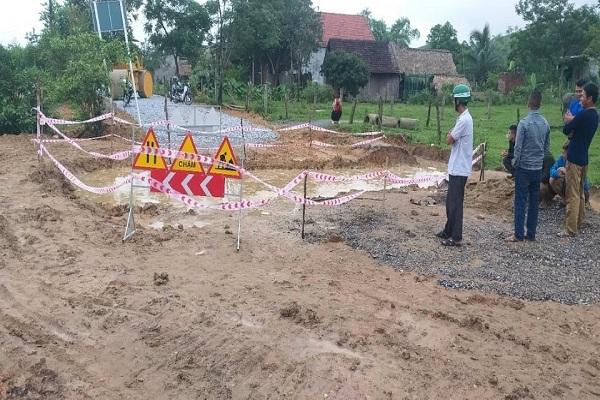 Bé trai 4 tuổi chết đuối thương tâm ở hố công trình