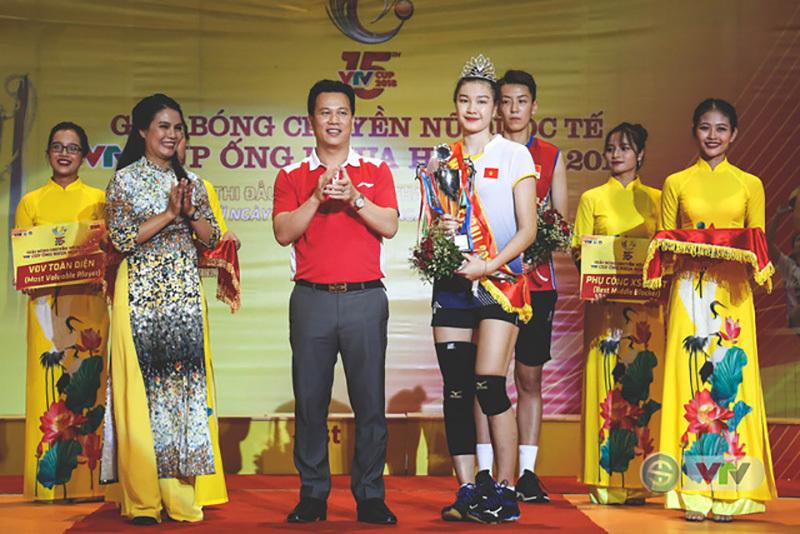 Dàn người đẹp bóng chuyền đọ sắc cùng Kim Huệ, Thu Hoài