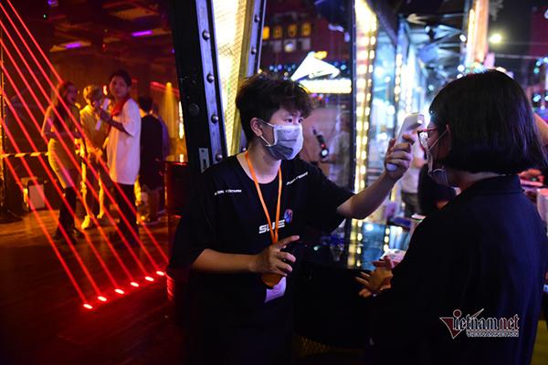 Hà Nội dừng hoạt động quán karaoke, bar, vũ trường từ 0h ngày 30/4