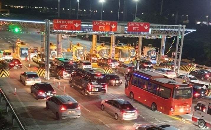 Nghỉ lễ 30/4, giao thông ùn tắc từ cửa ngõ Thủ đô đến tận Ninh Bình