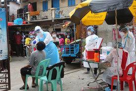Ấn Độ giảm sâu ca nhiễm mới, Philippines đẩy mạnh tiêm chủng