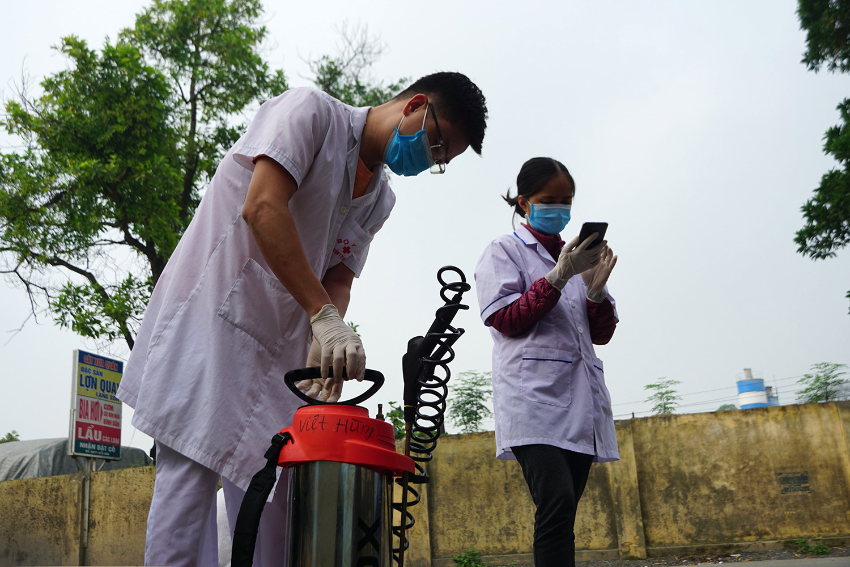 Cách ly khu dân cư gần 100 người, nơi ở bệnh nhân Covid-19 Hà Nội