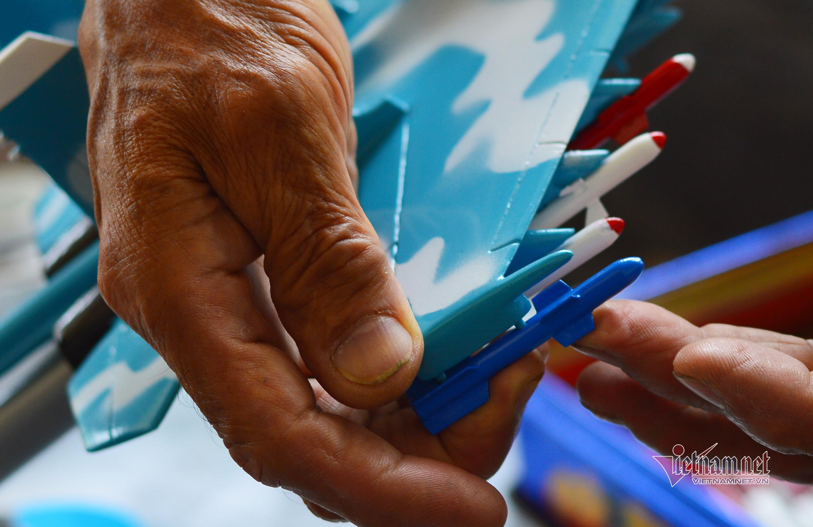 Người lính phòng không hơn 40 năm chế tạo mô hình máy bay chiến đấu