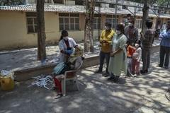 """Hình ảnh Nepal tang thương khi trở thành """"Ấn Độ thu nhỏ"""" thời đại dịch"""