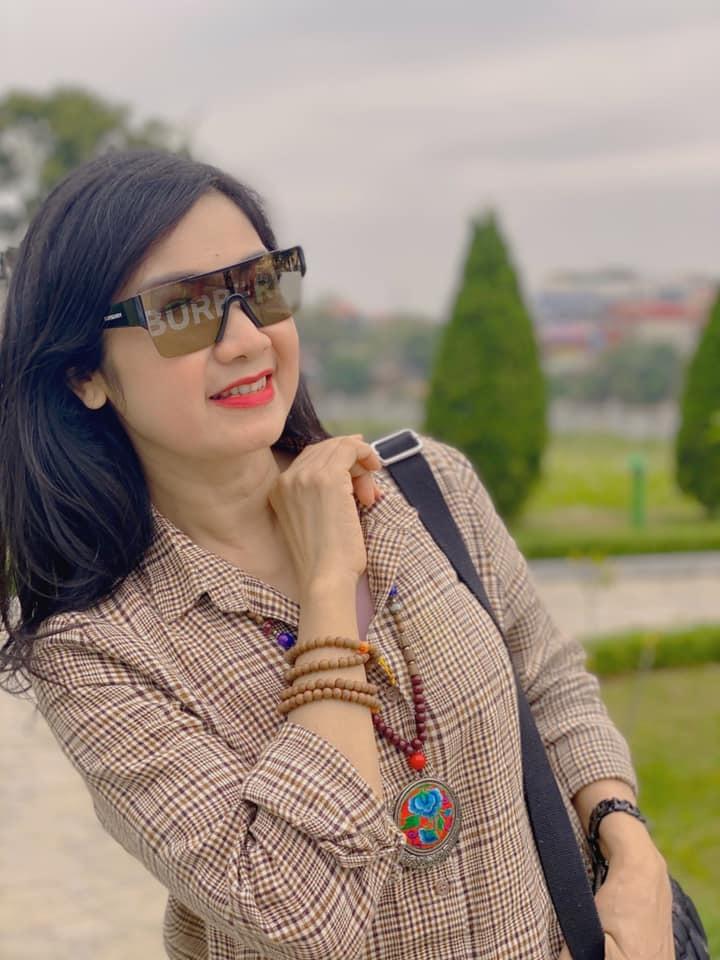 Ngỡ ngàng nhan sắc tuổi 52 của NSND Thu Hà