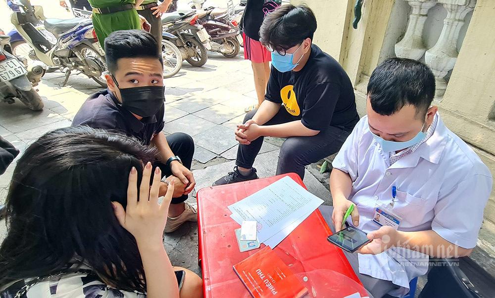 Công an Hà Nội 'mạnh tay' phạt người dân không đeo khẩu trang