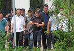 Nghi phạm bắn chết 2 người lộ diện, hình ảnh cảnh sát 6 tiếng bao vây