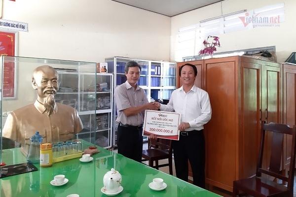 VietNamNet trao 200 triệu đồng để trang bị máy vi tính cho Trường TH Nguyễn Thị Tốt