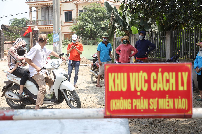 Thôn ven đô Hà Nội bị cách ly vì hai ca mắc Covid-19 mới