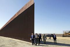 Lầu Năm Góc rút toàn bộ tiền xây tường biên giới của ông Trump