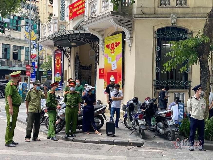 Hà Nội xử lý 21 trường hợp không đeo khẩu trang trên phố cổ