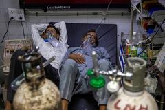 """Ấn Độ tang thương trong """"sóng thần"""" Covid-19, đạp đổ mọi kỷ lục thế giới"""