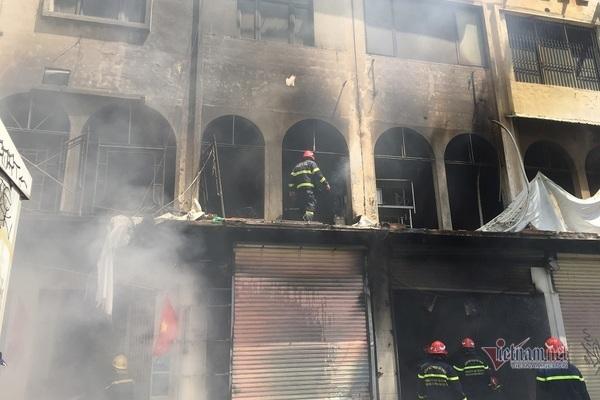 Người đàn ông phi thân thoát chết trong vụ cháy ở trung tâm Sài Gòn