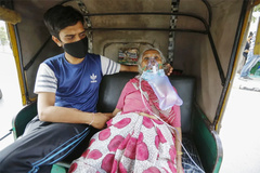 Người đàn ông bán ô tô để mua oxy cho bệnh nhân Covid-19