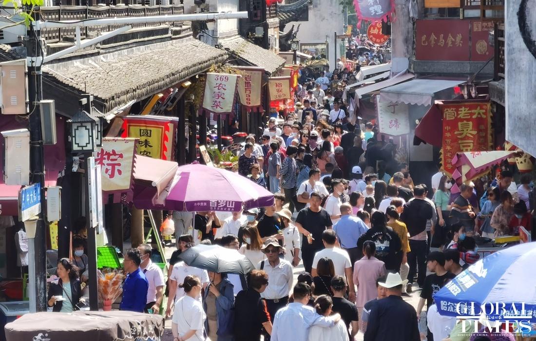 Biển người Trung Quốc đi du lịch nhân dịp nghỉ lễ