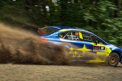 Nữ phụ lái sống chết với nghề đua xe địa hình Rally
