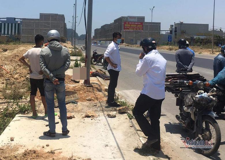 Người đàn ông nước ngoài tử vong bên vệ đường có vết cắt ở cổ