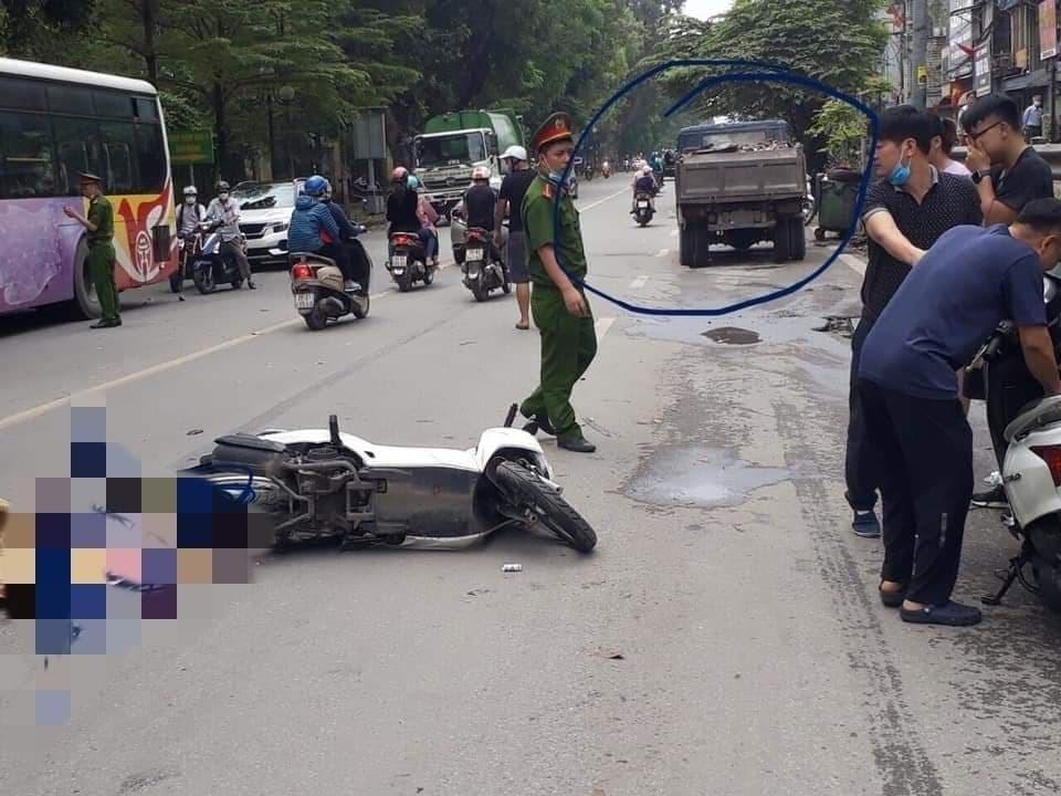 Va chạm với ô tô tải, nữ sinh ngồi sau xe máy tử vong ở Hà Nội