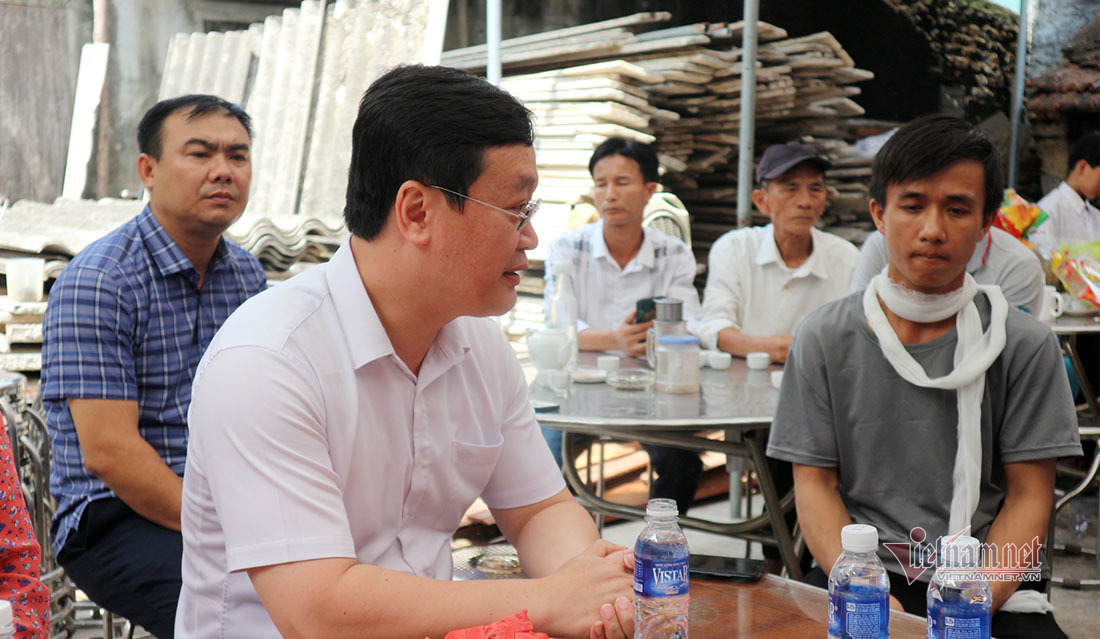 Chủ tịch Nghệ An thăm hỏi gia đình sinh viên quên mình cứu bạn