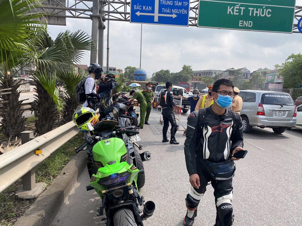 Xử lý đoàn 9 xe phân khối lớn đi vào cao tốc Hà Nội - Thái Nguyên