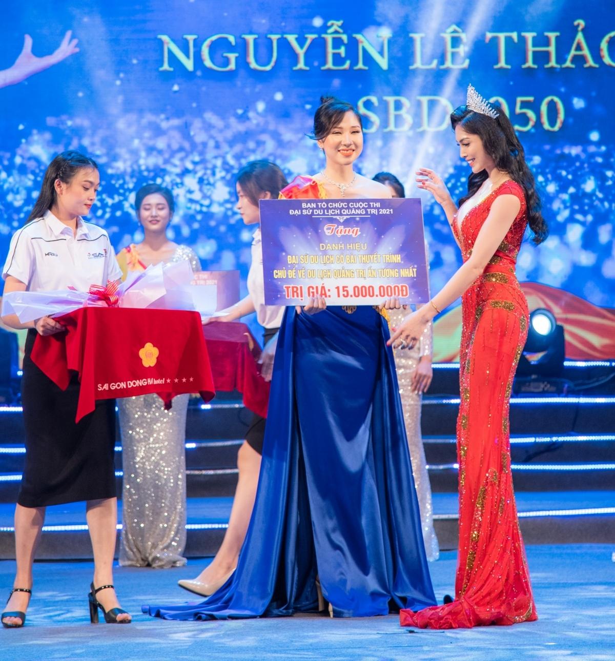 Nữ hoàng Tài năng Kim Huyền Sâm đẹp quyến rũ trên ghế nóng tìm đại sứ