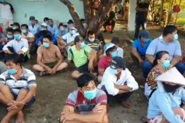 Phá trường gà, bắt 128 người ở Sài Gòn