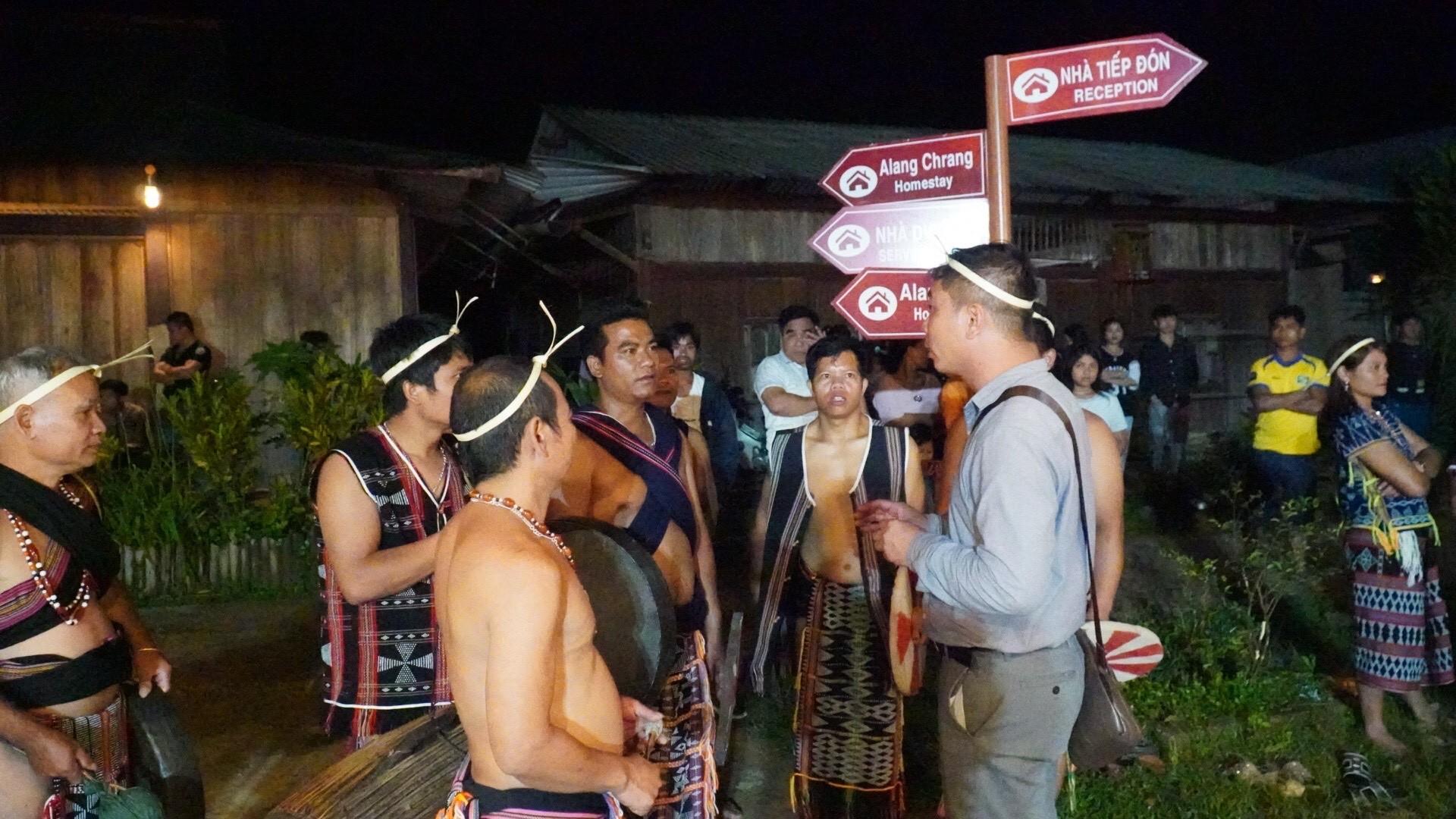 Sáng đón bình minh phá Tam Giang, chiều chào cờ trên đảo Cồn Cỏ