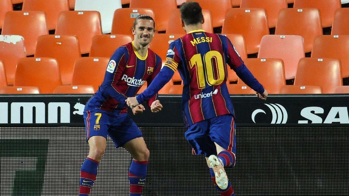 Messi thết đãi cả đội Barca, lên dây cót đấu Atletico