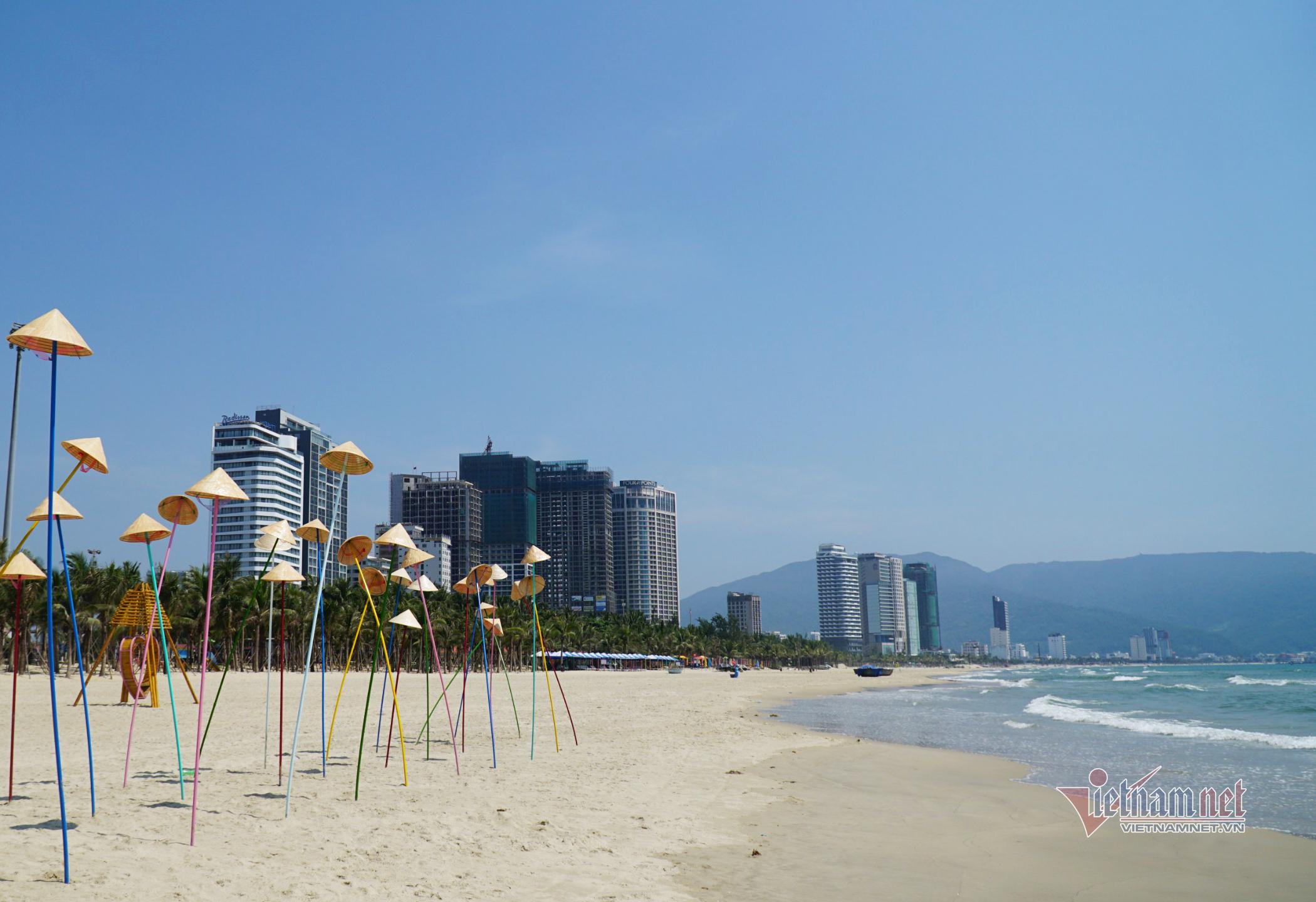 Bãi biển, khu vui chơi ở Đà Nẵng vắng bóng người sau lệnh cấm